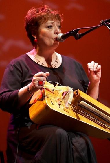 Evelyne GIRARDON : Une femme qui chante